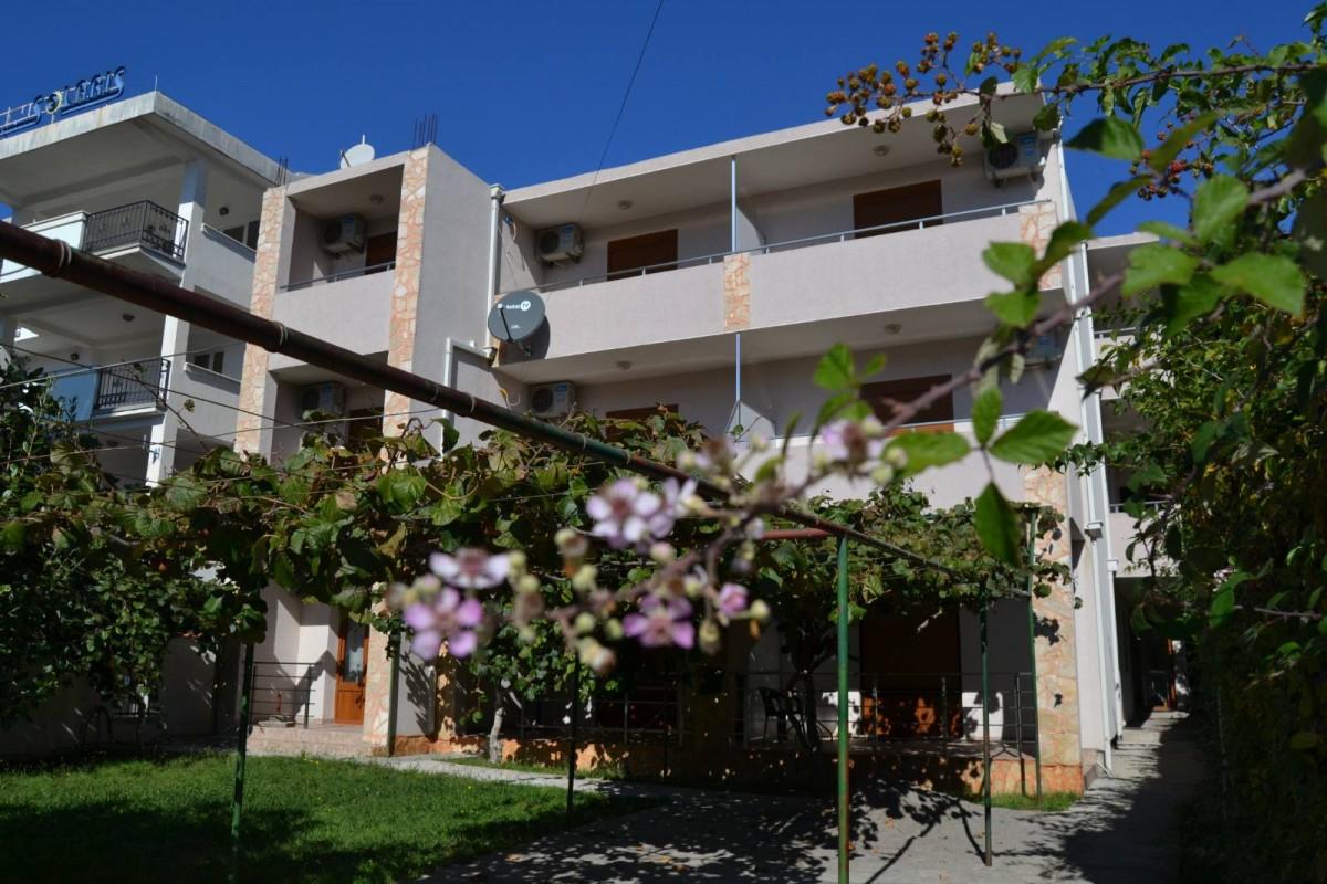 Apartments Lana - Сутоморе