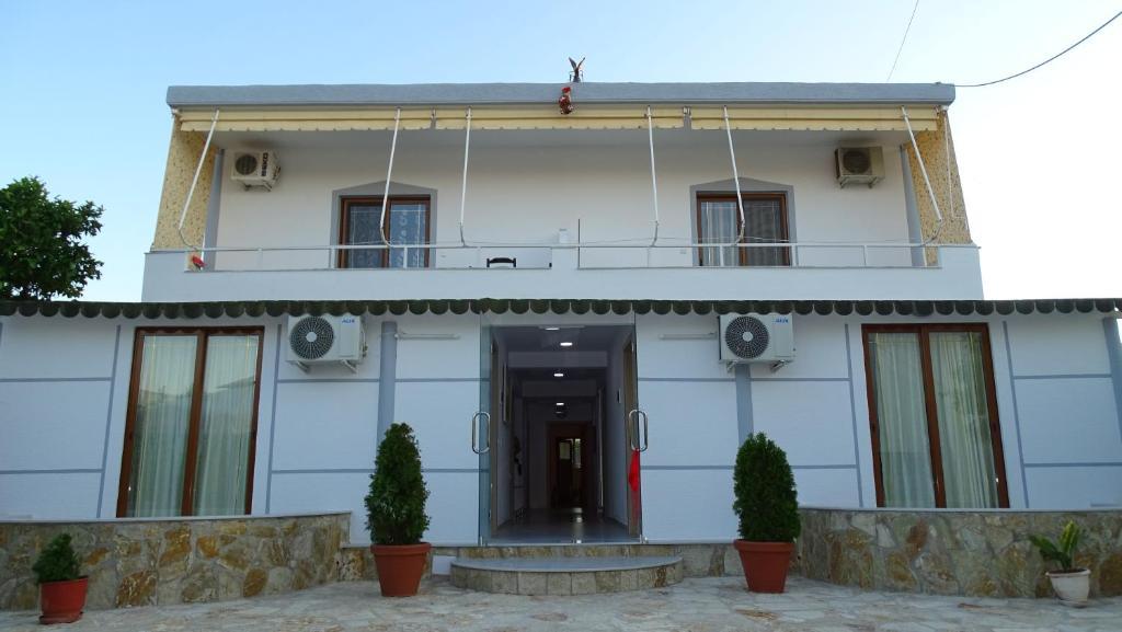 Villa Reni & Risi - Ксамил